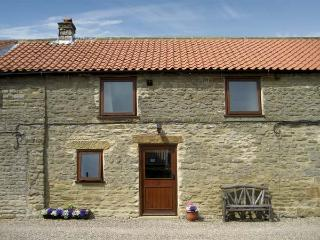 HARVEST COTTAGE, pet friendly, character holiday cottage with WiFi, with a garden in Levisham, Ref 1135