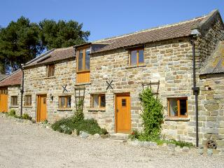 HAYLOFT COTTAGE, pet friendly, character holiday cottage, with a garden in Stain
