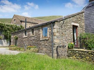 HEATH COTTAGE, romantic, character holiday cottage, with a garden in Edale, Ref