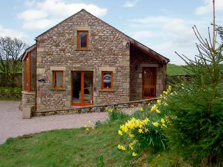 HOLLY LODGE, pet friendly, character holiday cottage, with a garden in Giggleswi