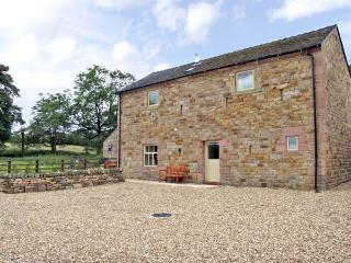 HONEYSTONE, family friendly, character holiday cottage, with a garden in Meerbrook, Ref 3565, Leek