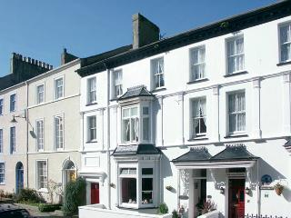 ISFRYN, pet-friendly, character holiday cottage, with a garden in Caernarfon, Ref 1233