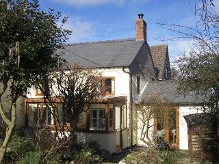 JESSAMINE COTTAGE, pet friendly, character holiday cottage, with a garden in