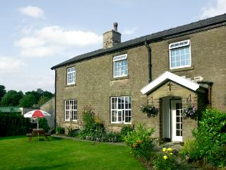 JESSIE'S COTTAGE, family friendly, character holiday cottage, with a garden in C