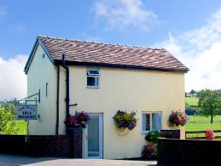 LILAC COTTAGE, romantic, country holiday cottage, with a garden in Clifton, Ref