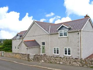 LLANALLGO CHURCH ROOMS, pet friendly, luxury holiday cottage, with a garden in Moelfre, Isle Of Anglesey, Ref 2378