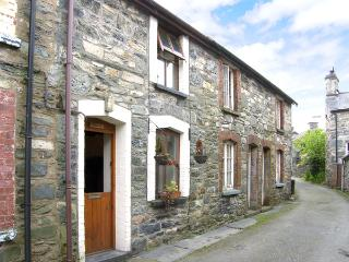 LLONDY, romantic, character holiday cottage, with open fire in Betws-Y-Coed