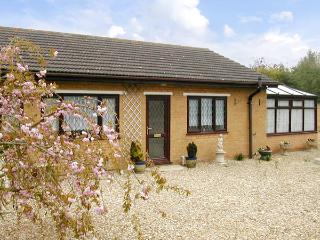LONG ACRES, pet friendly, country holiday cottage, with a garden in Old Leake, Ref 2946, Boston