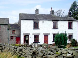 LOW GREEN COTTAGE, family friendly, country holiday cottage, with a garden in