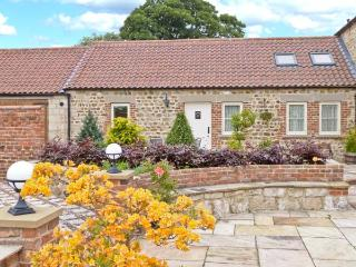 MARKINGTON GRANGE COTTAGE, romantic, character holiday cottage, WiFi, patio garden with furniture in Markington, Ref 2356