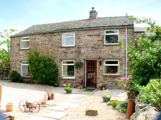 MARYEND, pet-friendly, character holiday cottage, with a garden in Burtersett Ne