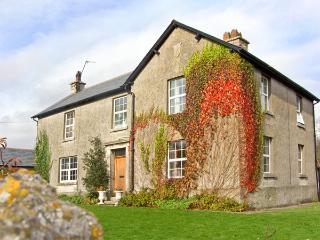 MOAT FARMHOUSE, pet friendly, character holiday cottage, with a garden in Aldingham, Ref 2643, Ulverston