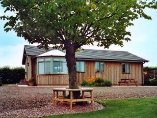 MIRAMAR LODGE, family friendly, country holiday cottage, with a garden in