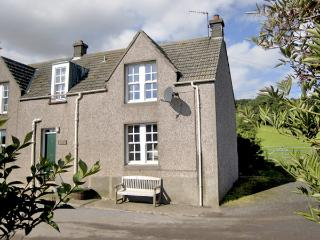 NEAR BANK COTTAGE, pet friendly, character holiday cottage, with open fire in St