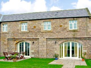 NO 5 MURTON WHITE HOUSE, pet friendly, character holiday cottage, with a garden in Berwick-Upon-Tweed, Ref 2542, Northumberland