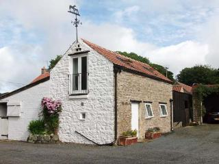 LITTLE MANOR FARM COTTAGE, romantic, character holiday cottage in Nawton, Ref 2688, Pickering