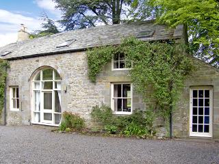 THE COACH HOUSE, pet friendly, character holiday cottage, with a garden in Bellingham, Ref 1096