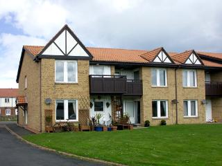 DRIFTWOOD, pet friendly, with a garden in Beadnell, Ref 1400