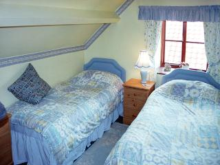AINTHORPE FARM COTTAGE, pet friendly, characterholiday cottage, with a garden