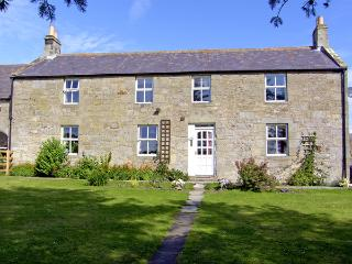 NORTH FIELD FARMHOUSE, pet friendly, character holiday cottage, with a garden in Glanton Near Alnwick, Ref 2315