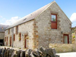 NUFFIES COTTAGE, family friendly, character holiday cottage, with a garden in Wi