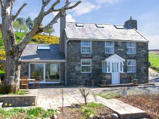 OWL FARMHOUSE, family friendly, luxury holiday cottage, with a garden in Caernar