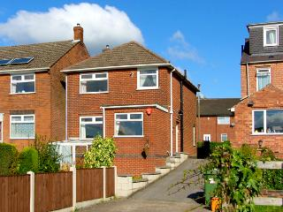 TWO TEES, family friendly, country holiday cottage, with a garden in Swanwick, R