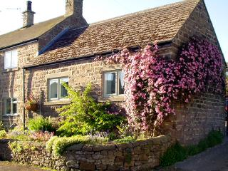 COBBLED CORNER, romantic, character holiday cottage, with a garden in Elton, Ref