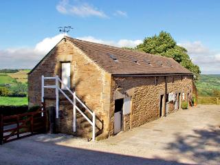 THE LOFT, pet friendly, character holiday cottage, with hot tub in Millthorpe