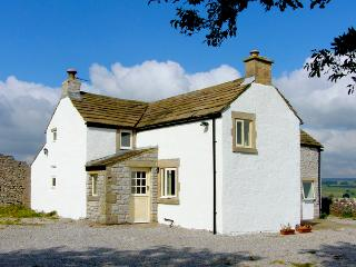 LEES FARM, pet friendly, character holiday cottage, with a garden in Priestcliff
