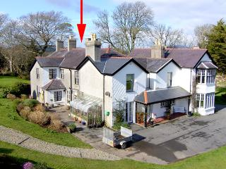 PENMAEN NORTH WING, country holiday cottage, with a garden in Pwllheli, Ref 3502