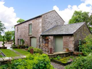 PICKLE BARN, family friendly, luxury holiday cottage, with a garden in Hutton Roof, Ref 2198, Milnthorpe