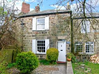 QUINCE COTTAGE, family friendly, character holiday cottage, with open fire in Longframlington Near Alnwick, Ref 2017