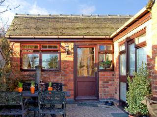 RIVER VIEW, romantic, country holiday cottage, with a garden in Calwich, Ref 2359, Ashbourne