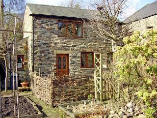 ROWAN TREE COTTAGE, character holiday cottage, with a garden in Old Glossop, Ref