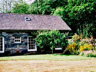 ROYAL OAK FARM COTTAGE, character holiday cottage, with a garden in Betws-Y-Coed, Ref 1152, Betws-y-Coed