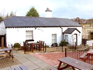 SCOTCH HALL COTTAGE, pet friendly, character holiday cottage, with a garden in Llangollen, Ref 890