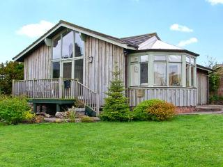 SEA VIEW LODGE, family friendly, country holiday cottage, with a garden in, Warkworth