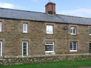 SHEPHERDS NOOK, family friendly, character holiday cottage, with a garden in Nor