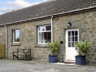 STABLE COTTAGE, family friendly, character holiday cottage, with a garden in Bel