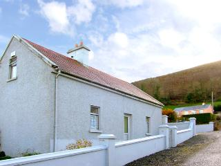 STEEPE'S PLACE, pet friendly, character holiday cottage in Glenosheen Near