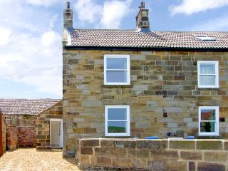 STREET HOUSE COTTAGE, pet friendly, character holiday cottage in Staithes, Ref 2311