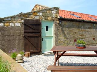 THE GOAT SHED, pet friendly, character holiday cottage in Robin Hood'S Bay, Ref 1813