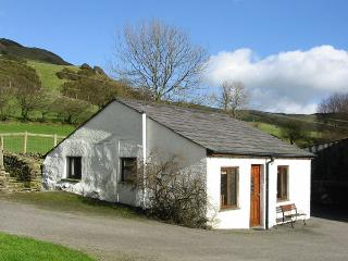 GHYLL BANK BUNGALOW, pet friendly, country holiday cottage, in Staveley, Ref 2027