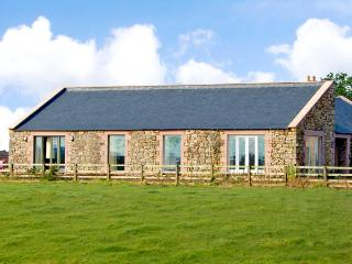 THE LONG BARN, pet friendly, country holiday cottage, with a garden in