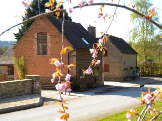 THE WAIN HOUSE, pet friendly, character holiday cottage, with a garden in, Craven Arms