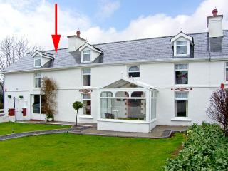 THE WING, character holiday cottage, with a garden in Dunmanway, County Cork