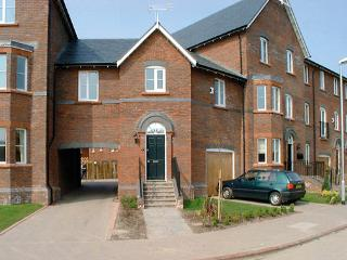 TOWER VIEW, pet friendly, country holiday cottage in Chester, Ref 881