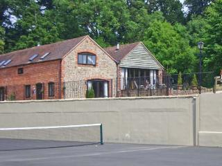 TURNIP HOUSE, pet friendly, luxury holiday cottage, with a garden in Cardington Near Church Stretton, Ref 1020