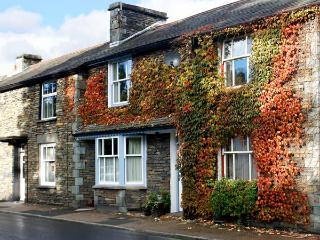 TWO TWEENWAYS, romantic, country holiday cottage, with a garden in Ambleside